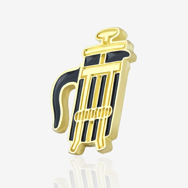 Przypinka metalowa na zamówienie dla baristów i kawoszy, zaparzacz do kawy w złotym wykończeniu od Polskiego producenta od Pinswear