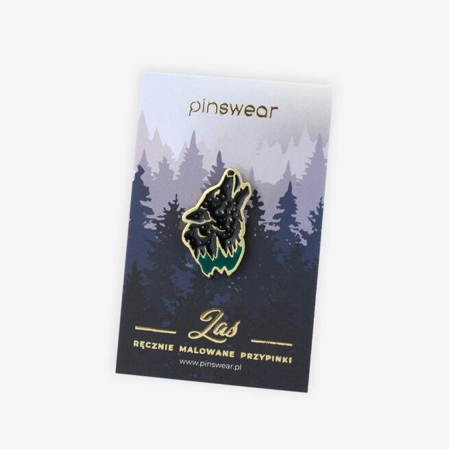 Ręcznie malowane przypinki z serii las głowa wyjącego wilka do księżyca wpięta od producenta pinów metalowych od Pinswear