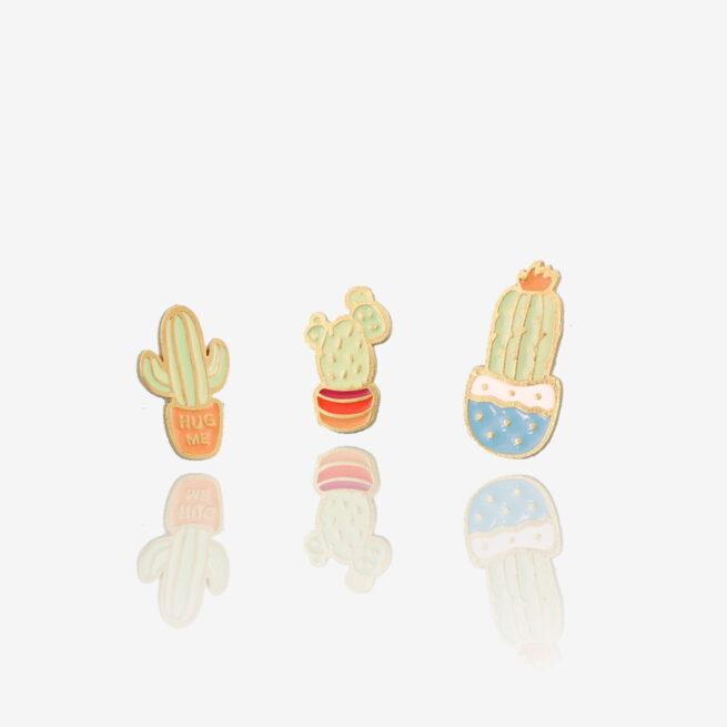 Metalowe przypinki trzech kaktusów Kaktusowa Paczka w doniczkach od producenta pinów metalowych od Pinswear