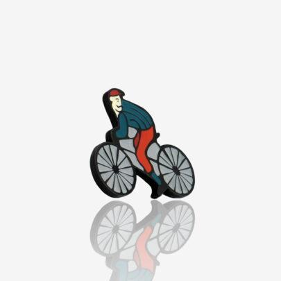 Pinsy od Polskiego producenta recznie malowanych przypinek Pinswear zaprojektowane przez studio graficzne Polkadot rowerzysta Leon patrzący za siebie