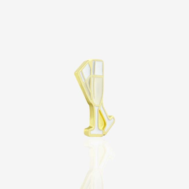 Ręcznie malowane piny w ksztalcie dwóch kieliszków szampana toast na zdrowie od producenta metalowych pinów od Pinswear