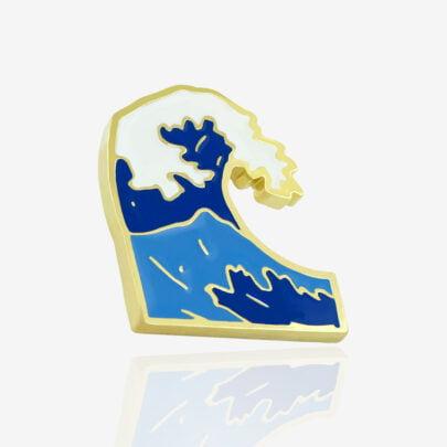 Przypinki metalowe ręcznie malowane duża fala morska wzburzone morze od Polskiego producenta pinow od Pinswear