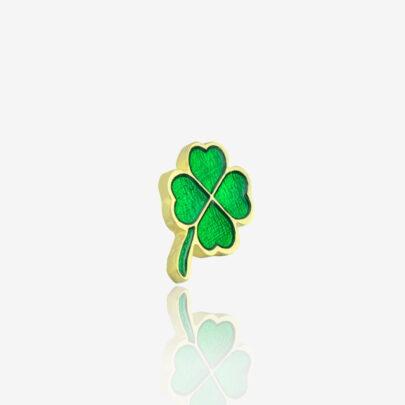 Pins w złotym wykończeniu czterolistna zielona koniczyna na szczęście od producenta ręcznie malowanych przypinek od Pinswear