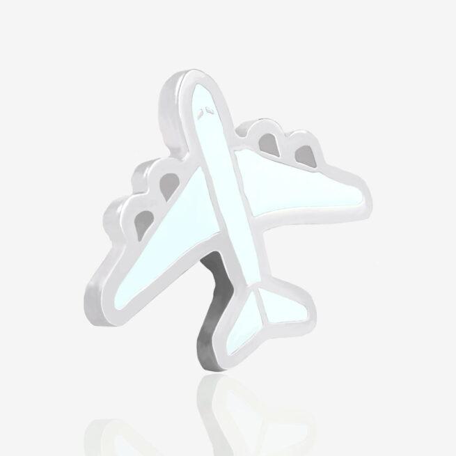 Metalowe piny na zamówienie w kształcie samolotu pasażerskiego od Pinswear producenta pinów ręcznie malowanych