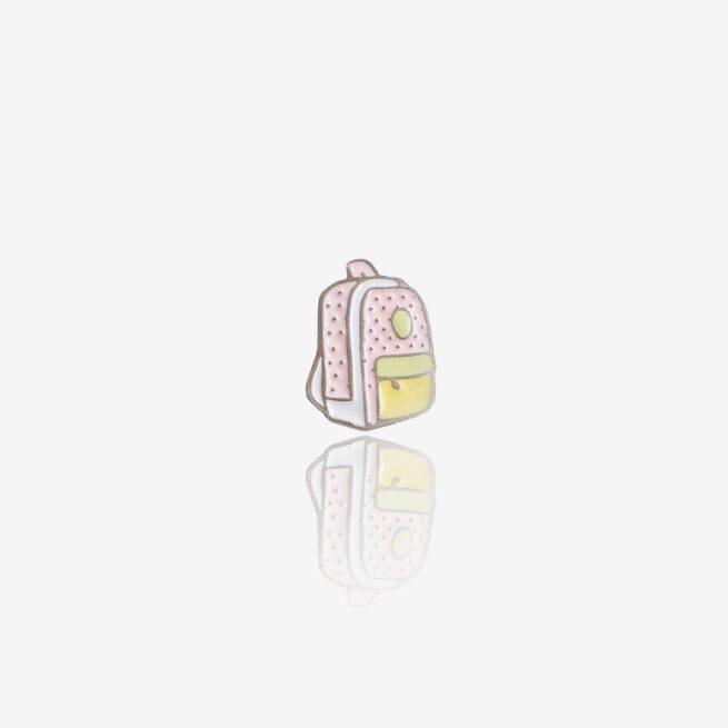 """""""Backpack"""" to pastelowy szkolny plecak od producenta ręcznie malowanych pinów od Pinswear"""