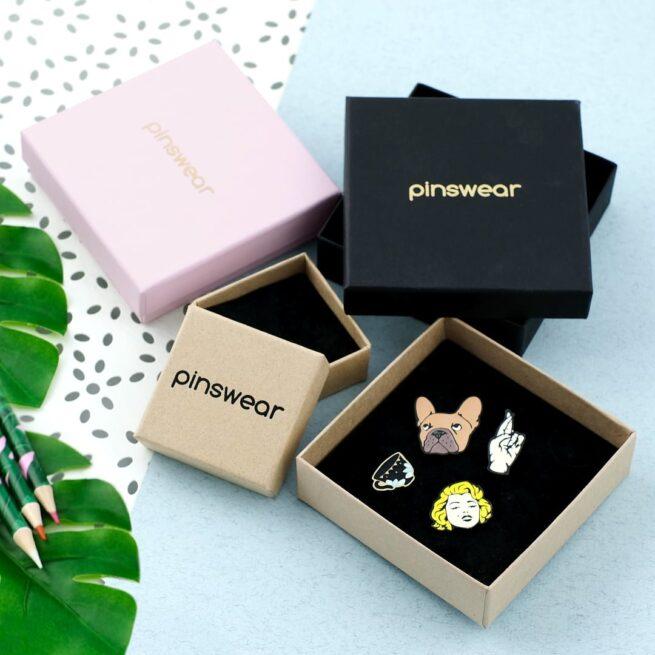 Pudełka na przypinki od Pinswear