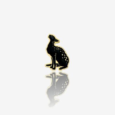 Ręcznie malowane przypinki na zamówienie czarny kot w cętki od producenta metalowych pinów od pinswear