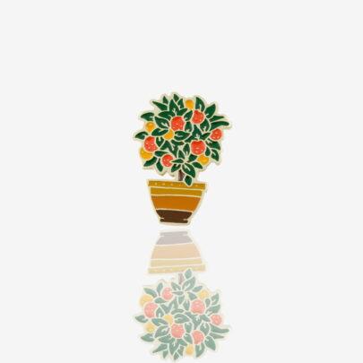 Ręcznie malowane przypinki w kształcie drzewka pomarańczowego w doniczce, metalowy pin w złotym wykończeniu od Pinswear