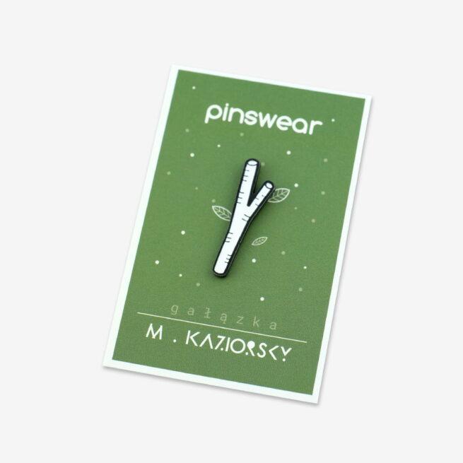 Ręcznie malowane piny z kolekcji gałązki zaprojektowanej przez Martę Kazimierczak od producenta metalowych pinów od Pinswear