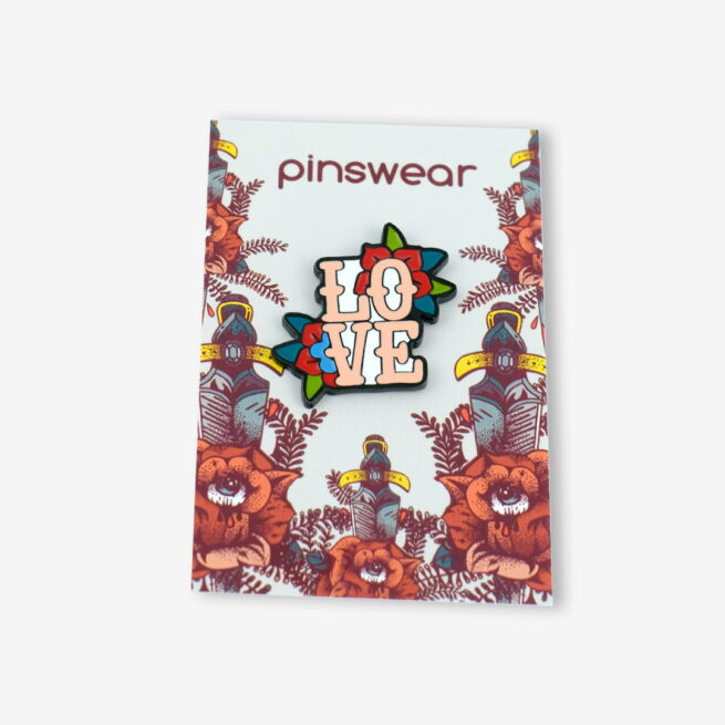 "Pin napis ""Love"""