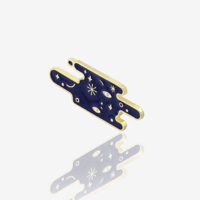 Ręcznie malowne pinsy gwieżdziste niebo w błyszczącym złocie od producenta metlowych pinów od Pinswear