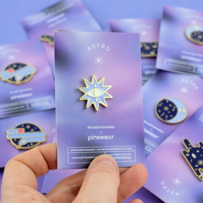 Ręcznie malowne pinsy gwiazda w błyszczącym złocie od producenta metlowych pinów od Pinswear