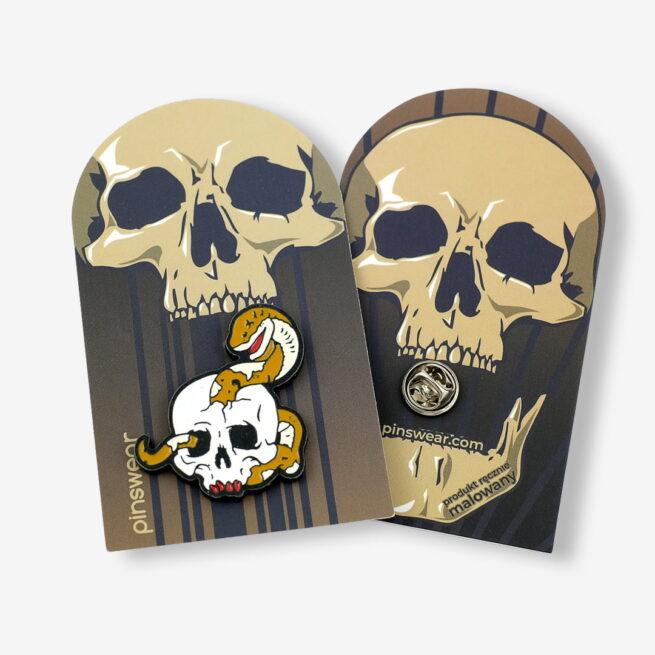 Ręcznie malowne pinsy czaszka z wężem od producenta metlowych pinów od Pinswear