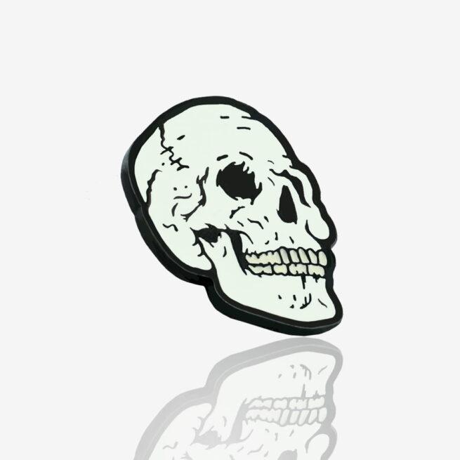 Ręcznie malowne pinsy czaszka od producenta metlowych pinów od Pinswear