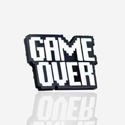 Ręcznie malowne pinsy z kolekcji dla graczy game over od producenta metlowych pinów od Pinswear